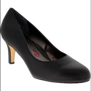 Shoes - Brand new Black leather pump from Ros Hommerson